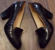 Женские лаковые черные туфли Clarks на каблуке - 25,5 см стелька, 7 размер