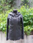 Стильная женская кожаная куртка L.G.B, с капюшоном, рукава трикотажные, цвет - черный.