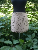 Шелковая юбка с заклепками  Haute Hippie, новая с ценниками, цвет - бежевый.