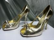 Туфельки от Valentino ( оригинал ), цвет - золотой.