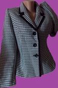 Классический пиджак 44-46 размера родом из Вьетнама.