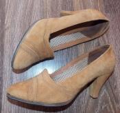 Натуральные рыжие замшевые туфли на удобном каблуке - 24,5 см стелька