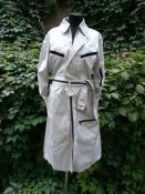 Мега  стильный плащ от Yves Saint Laurent ( оригинал ), легкий без подкладки,  полиэстер / шелк, цвет - металик.