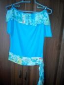 Голубая блузка с бретельками со стразами