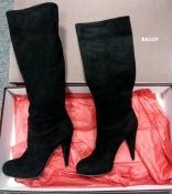 Фирменные сапоги Bally, модель Edwina, оригинал, замшевые, цвет чёрный.