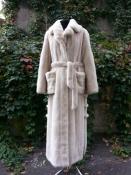 Шикарная норковая шуба American Fur Awards, цвет - кремовый.