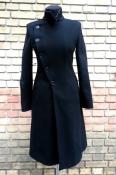 Женское шерстяное пальто Dirk Bikkembergs, 80% - шерсть, цвет - черный.