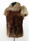 Меховая жилетка с коротким рукавом, мутон / лиса, новая.