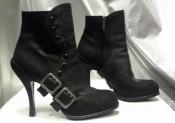 Ботильоны Christian Dior, оригинал, кожаные, цвет - черный, с металлическими пряжками.
