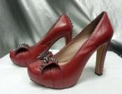 Кожаные туфли с шипами от Vince Camutо.