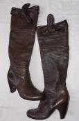 Коричневые демисезонные женские сапоги из натуральной кожи - 39 размер. Италия