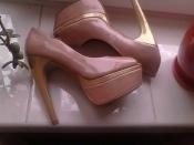 Бежевые лаковые брендовые туфельки