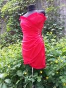 Яркое и неповторимое платье Azzaro (Франция),тонкая шерсть, подкладка-шелк, цвет - красный.