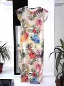 Красивое платье футляр с орхидеями, сильно облегающее