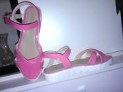 Красивые лаковые розовые босоножки/сандалии 38 размер