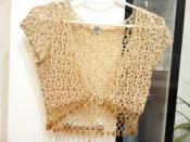 Роскошное вязаное болеро с бисером и золотой нитью