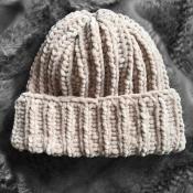 Шапка вязаная ручная работа бежевая велюр новая handmade зима