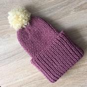 Вязаная шапка ручной работы ежевичного цвета полушерсть со съемным помпоном и двойным подворотом