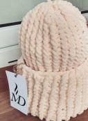 Шапка вязаная ручная работа нежно-персиковая велюр новая handmade теплая