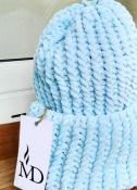 Шапка вязаная ручная работа голубая велюр новая