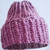 Шапка вязаная ручная работа розово-сиреневая велюр новая handmade теплая