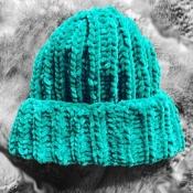 Шапка вязаная ручная работа изумруд зеленая велюр новая handmade зима