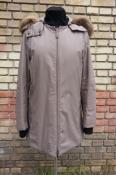 Куртка PRADA, оригинал,  глубокий капюшон с меховой опушкой, мембранная ткань (Gore-Tex).