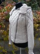 Пуховая куртка с капюшоном Trussardi Jeans, цвет бежевый, капюшон отстегивается.