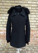 Куртка PRADA, оригинал, цвет - черный, утепленная, глубокий капюшон с опушкой.