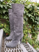 Замшевые сапоги Bally, оригинал, абсолютно новые,  красивого серого цвета.