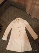 очень красивое белое пальто united colors of benetton