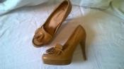 Эффектные туфли -лоферы на каблуке 39, 40 р., кожаная стелька, цвет горчицы