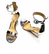 Босоножки Gianvito Rossi, оригинал, абсолютно новые, кожаные, цвет - серебро.