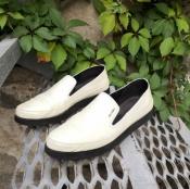 Слипоны Prada, оригинал, кожаные, цвет - бежевый.