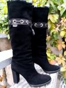 Замшевые сапоги Gucci, оригинал, еврозима (мех только в голенище ), без молнии, цвет - черный.