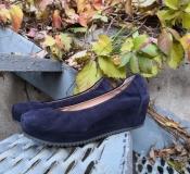 Женские замшевые туфли Logan, Италия, танкетка, цвет - темно / сиреневый.
