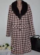 Шерстяное демисезонное пальто с меховым воротником и карманами в клетку etam румыния