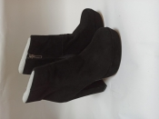 Ботильоны(ботинки) черные замшевые. брендове взуття stock
