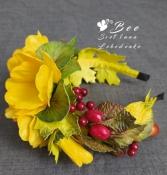Обруч для волос с осенними листьями и желтыми цветами